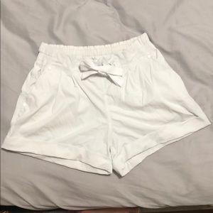 Lululemon 🍋 drawstring shorts size 4.
